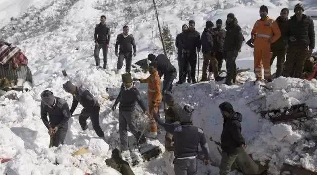 克什米尔北部雪崩什么情况?克什米尔北部雪崩现场画面一片惨烈