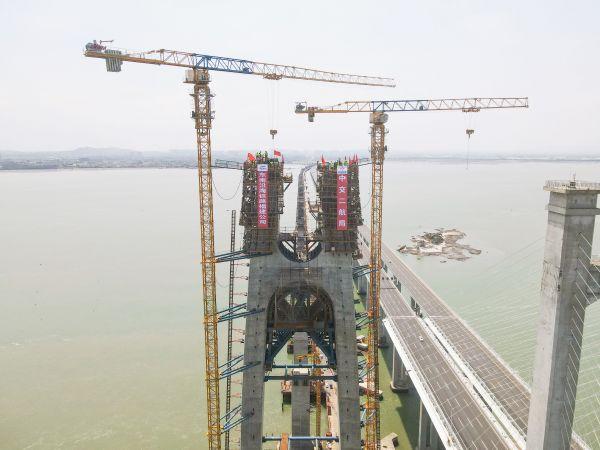 世界首座高铁跨海大桥主塔封顶,预计2022年通车运营