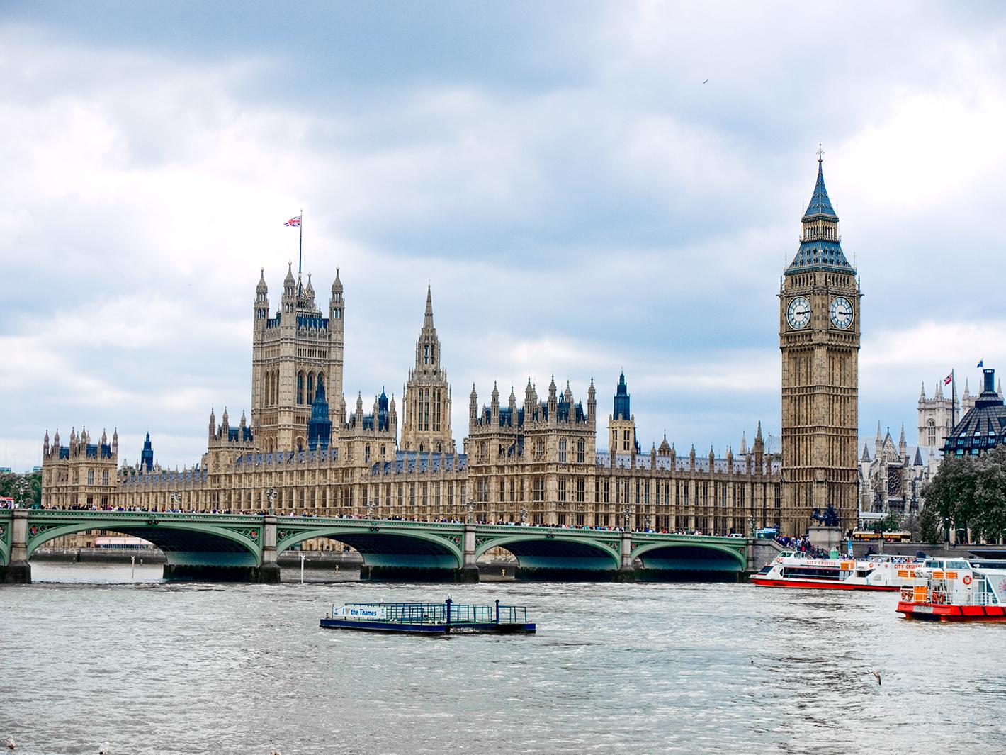 英国富人乘私人飞机逃离二次封城|英国富人乘私人飞机逃离二次封城怎么回事?网友欧洲现在哪都一样