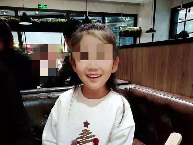 抚顺女童被虐案宣判 生母获刑3年,母亲男友获刑16年